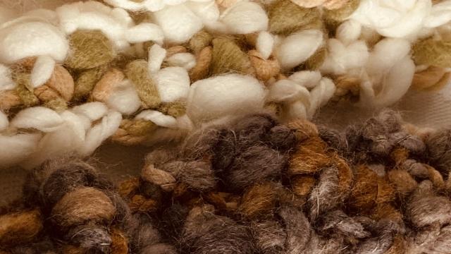 ウールやカシミヤやアンゴラやポリエステルの暖かさ