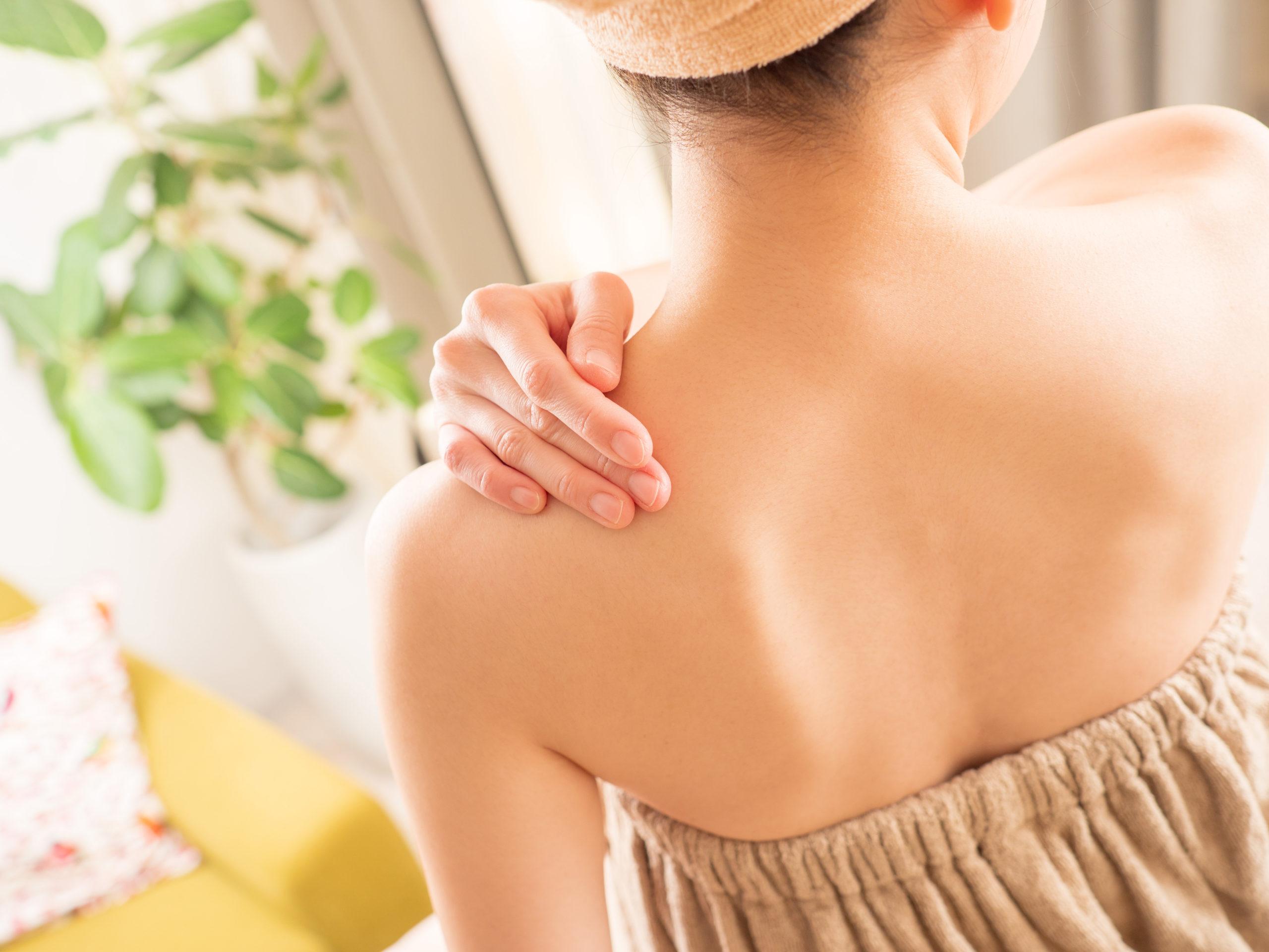 一人暮らしでも背中の毛を処理する方法5選、みんなは背中の毛どうしてる?