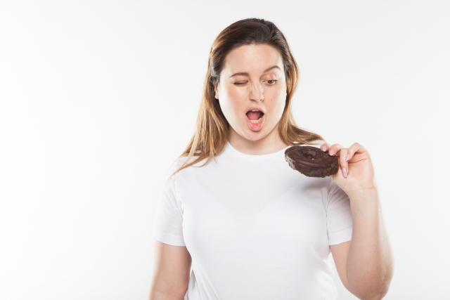 暴飲暴食した次の日は、カロリー摂取を控えるなどして調節する