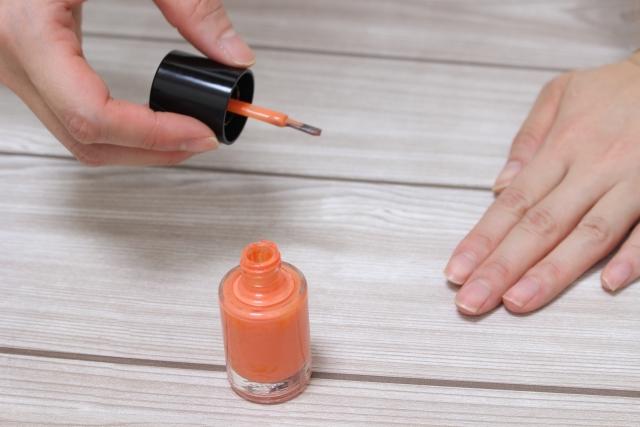 オレンジネイルは単色でもおしゃれ!流行りのブランドのオレンジネイル7選