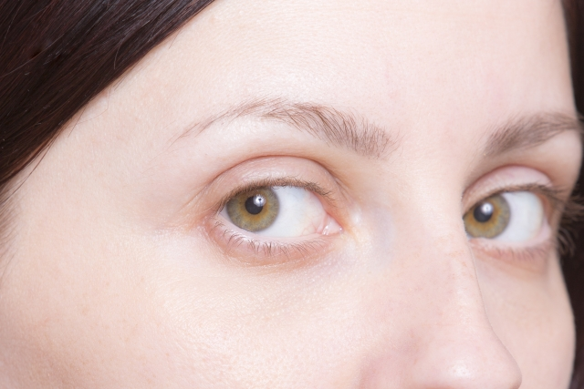 眉毛が濃いと垢抜けない?眉マスカラをした方が良い理由とは