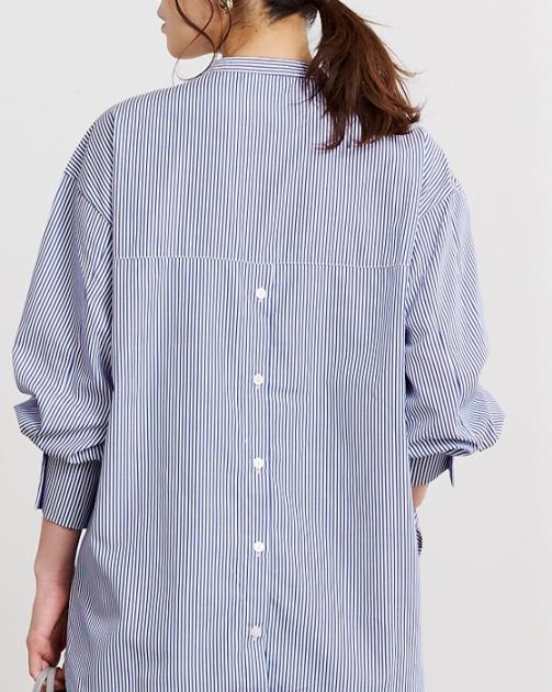 太ももにかかるくらいの丈感がちょうど良いチュニックシャツ1