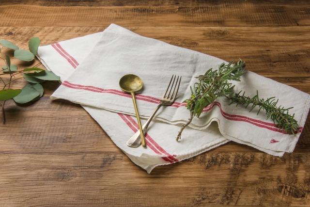 リネンの特徴、キッチン周辺の日用品や寝具に使われる主な理由