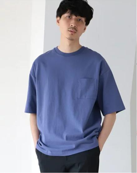 厚みとハリ感のある素材でぬけ感のあるシルエットがポイントのTシャツ
