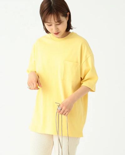 厚みとハリ感のある素材でぬけ感のあるシルエットがポイントのTシャツ2