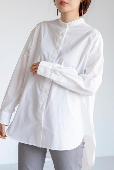 白シャツ①透け感+ナチュラルな風合い、着丈長めで年齢問わず着られる