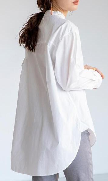 白シャツ①透け感+ナチュラルな風合い、着丈長めで年齢問わず着られる1