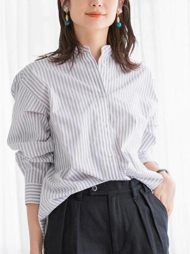 白シャツ①透け感+ナチュラルな風合い、着丈長めで年齢問わず着られる2