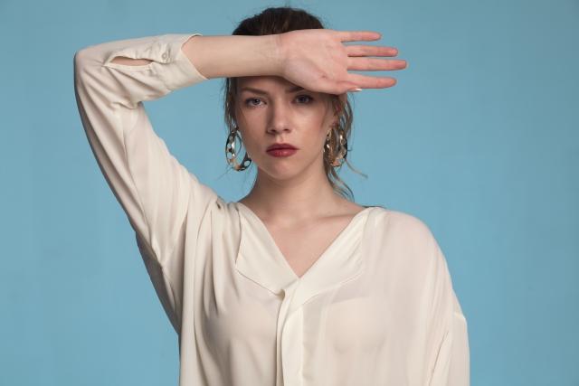 白シャツが似合わない女性必見!自分に似合う白シャツの見つけ方や白シャツのおすすめ