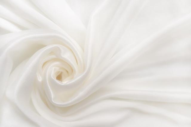 シルクのメリット・デメリット、特徴、洗濯方法とは?手頃な値段で買えるシルク製品について紹介